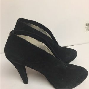 Michael Kors black suede ankle boot/Shiraz 7.5